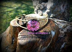 Bracciale rigido bronzo con centrale in vetro e fiore naturale essiccato/ cabochon/ rosa/ vero fiore/ vintage/ gioiello/ regalo/ per lei di PonteArcobaleno su Etsy