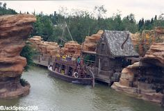 Disneyland Paris Frontierland River Rogue Keelboats