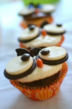 Owl oreo cookie cupcakes! Great fall/nocturnal animals/halloween craft