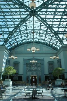 Harold Washington Library Winter Garden - a library worth traveling for! Located in downtown Chicago. Chicago Map, Chicago Hotels, Chicago Travel, Chicago Restaurants, Chicago Area, Amazing Architecture, Interior Architecture, Chicago Activities, Places To See