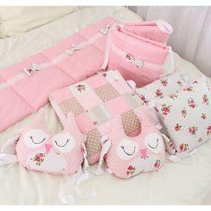 Уникальные бортики на кроватку ручной работы Сова в подарок для девочки ко дню рождения, на новый год, к новоселью. Эксклюзивный пошив, ручная работа на заказ. Набор выполнен из американского хлопка, бортики на кроватку в стиле больших подушек, одна большая подушка, 2 маленьких, 2 подушки - совы, пр