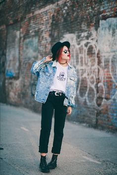 T-shirt/ Jacket – The Vintage Twin/ Pants – Nasty Gal/ Dr Martens/ Ray Ban round sunglasses/ Brixton Fedora hat (By Lua P)