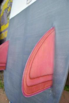 I love the subtle layered repitition graphic painted on this fin. Surfboard by Even Keel Shapers.