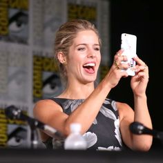 Funny Disney Memes, Felicity Smoak, Emily Bett Rickards, Stephen Amell, I Am A Queen, Girl Crushes, Mom And Dad, Actors & Actresses, Bunker