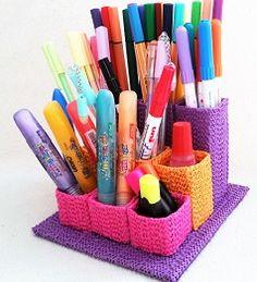 Anikó Dóbiász: Penholder out of paper tubes