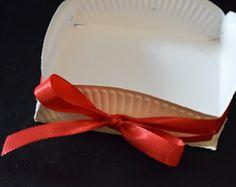Körbchen aus einem Pappteller basteln Diy, Biscotti, Cookies, Cooking, Easter Ideas For Kids, Wrapping Gifts, Hamper Gift, Game Ideas, Bricolage