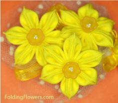 Folded Fabric Flower - Jonquil flowers at FoldingFlowers.com Flower Petals, Kanzashi Tutorial, Kanzashi Flowers, Elegant Flowers, Fabric Flowers, Tutorials, Plants, Planters