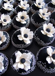 "[""Flowers are Forever"" rehearsal dinner inspiration] SO in love with these black and white floral cupcakes by Kylie Lambert."
