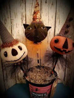 Loving the cat face! Would make a fun Halloween pick!