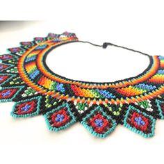Collar de piedras chaquiras elaborado a mano por las tribus Embera de Colombia Seed Bead Earrings, Seed Beads, Crochet Earrings, Beaded Collar, Macrame Jewelry, Hama Beads, Collars, Jewelery, Women Accessories
