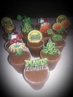 Copitas de postre... Macetas plantas #plantasvszombies Zombies, Desserts, Food, Plant Pots, Plants, Tailgate Desserts, Deserts, Essen, Postres