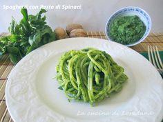 Un primo piatto semplice, ma pieno di gusto e tante vitamine e sali minerali: gli Spaghetti con Pesto di Spinaci per un carico di energia e di salute