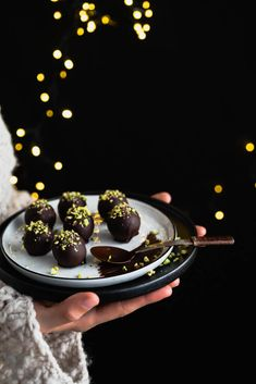 Marcipánové guľky Christmas Baking, Truffles, Baked Goods, Sweet Recipes, Panna Cotta, Pastries, Ethnic Recipes, Food, Dulce De Leche
