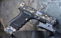 """527 次赞、 36 条评论 - Glock Shooter (@pixelsandpews) 在 Instagram 发布:""""Glock 19 w/ @loki_tactical Slide cut & @sgtozzy Cerakote! @idp_tactical Flat Trigger @inforce01 APL…"""""""