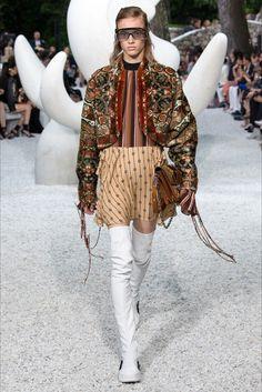 Sfilata Louis Vuitton Saint-Paul-de-Vence - Pre-collezioni Primavera Estate 2019 - Vogue