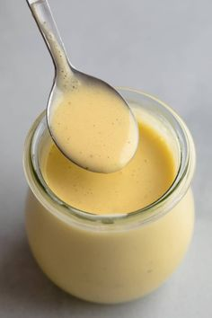 Béarnaise sauce is the child of hollandaise sauce and is flavored with tarragon, shallot, garlic, and vinegar. Traditionally, chervil is added but this can be difficult to find so our recipe omits it completely. Bernaise Sauce, Homemade Hollandaise Sauce, Sauce Recipes, Cooking Recipes, Gluten Free Sauces, French Sauces, Creamy Sauce, Grilled Meat, Gourmet