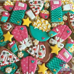 Popcorn, pizza and jammies!! My kind of night... Such a fun slumber party cookies by @sugarcomacookies #sleep #sleepover #popcorn #jammies #pjs #cookies #decoratedcookies #sugar #sugarcookies #party #slumberparty #sleepingbag #royalicing #fun #girly #partyanimal #stars #star #blankets #pizza #pepperoni