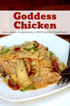 Simple and delicious with just 4 Ingredients, this skinny slow cooker goddess chicken with sundried tomatoes and artichoke hearts is a low-carb winner - only 218 calories and 3 Weight Watchers Freestyle SmartPoints! Ww Recipes, Slow Cooker Recipes, Crockpot Recipes, Healthy Recipes, Healthy Meals, Healthy Dishes, Veggie Dishes, Healthy Chicken, Diabetic Recipes