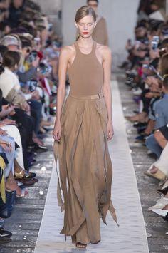 Max Mara Spring-summer 2018 - Ready-to-Wear Fashion 2018, Fashion Week, Women's Fashion Dresses, Runway Fashion, Spring Fashion, Fashion Show, Maxi Dresses, Fashion Trends, Womens Fashion Casual Summer