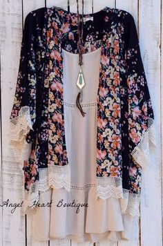 Plus Size Dresses with very high quality, affordable prices and trendy styles, tunics, dresses and much more. Angel Heart Boutique is a plus size boutique which offer a vast selection of curvy styles, tunics and dresses. Hippie Mode, Bohemian Mode, Look Fashion, Fashion Outfits, Womens Fashion, High Fashion, Fashion Trends, Vetement Fashion, Look Boho