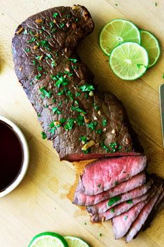 Epic 5 Ingredient Marinated London Broil bull So Damn Delish This marinated london broil recipe is so super easy! It has only 5 ingredients and takes under 10 minutes to cook! Its a surefire hit for all steak lovers out there. Steak Recipes, Grilling Recipes, Cooking Recipes, Yummy Recipes, Entree Recipes, London Broil Marinade, London Broil Recipes, Best London Broil Recipe, Chuck Steak