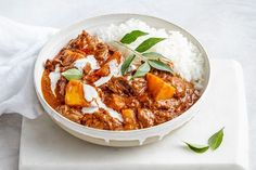 Indian beef and pumpkin curry. Let the crockpot do all the work with this slow-cooker Indian beef and pumpkin curry. Serve with rice for a super-easy dinner. Crock Pot Recipes, Slow Cooker Recipes, Beef Recipes, Cooking Recipes, Healthy Recipes, Savoury Recipes, Recipies, Savoury Dishes, Food Dishes