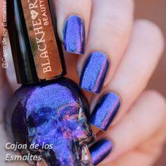 Skull nail polish- Blackheart de Hot Topic