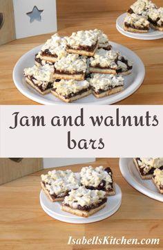 Jam and walnuts bars (video recipe) - isabell's kitchen Best Breakfast Recipes, Brunch Recipes, Dessert Recipes, Desserts, Good Food, Yummy Food, Savoury Baking, International Recipes, Postres