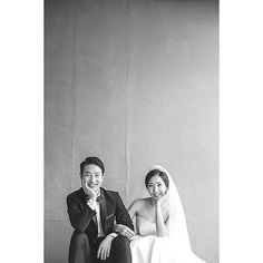 Elegant and All Natural 37 Korean Wedding Photos to Make Marriage Plans Next Summer And he takes simple photographs as well - Photography Subjects Wedding Photography Poses, Wedding Poses, Photography Pricing, Summer Photography, Pet Photography, Photography Business, Wedding Tags, Wedding Events, Wedding Favors