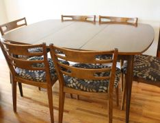 Mid century modern surfboard dining table with extension leaf, and 6 dining chairs