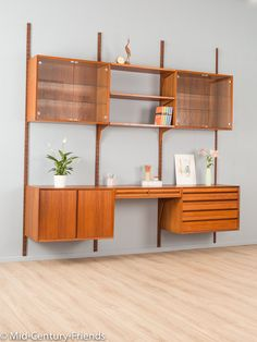 Midcentury Modern, Danish Modern Furniture, Mid Century Modern Decor, Mid Century Modern Furniture, Shelf Furniture, Office Furniture Design, Teak Furniture, Vintage Regal, Mid-century Interior