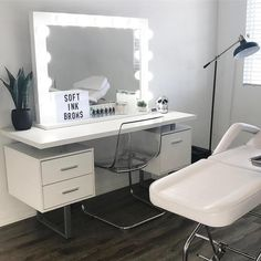brow bar ideas Cutest brow bar ever! Makeup Beauty Room, Beauty Room Decor, Makeup Rooms, Sala Glam, Esthetics Room, Home Bar Furniture, Furniture Ideas, Lash Room, Vanity Room