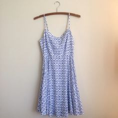 ✨HP 1/9✨Blue & White Babydoll Dress NWOT. Never worn! So cute on though! Blue and white pattern. Zips up in back (stretch material around zipper). Hits above the knee! Size XS but I'm a small and I just tried it on--fit me! Old Navy Dresses Mini