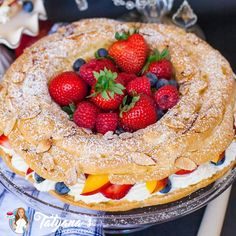 Berry Paris Brest (video) - Tatyanas Everyday Food - Delicate French pastry filled with whipped cream and berries! This easy and delicious dessert is pe - Paris Desserts, Köstliche Desserts, Delicious Desserts, Deutsche Desserts, French Dessert Recipes, French Recipes, Tatyana's Everyday Food, Hot Chocolate Recipes, Chocolate Muffins