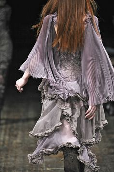 Julien Macdonald's design details in this dove grey dress includes ruffles and rough edges and lace and flowers - beautiful! Runway Fashion, Boho Fashion, High Fashion, Fashion Beauty, Grey Fashion, Couture Details, Fashion Details, Mauve, Gypsy Style