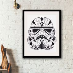 This is a custom handmade cut star wars Trooper for the fans,  sell unframed.    Original design hand cut with amazing details make it ideal keeping by your own or as a gift for the special one.    Trooper hand cut size : 26,5cm x 32cm.  The design is made with a 350gr black acid free paper.  And a 29,7cm x 42cm (A3) background white paper 350 gr.    All our product comes with the white background (A3 format) and the foam to stick between the design and the background for the 3D effect, the…