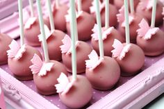 Butterfly cake pops @Kat Ellis Waterman reckon you might be able to pull off some of these for me pleeeeeeeeease <3 <3