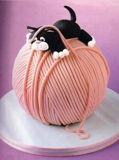 Kitten Cake in Yarn Cake Cute Cakes, Pretty Cakes, Beautiful Cakes, Amazing Cakes, Crazy Cakes, Unique Cakes, Creative Cakes, Unique Desserts, Fondant Cakes