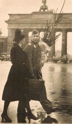 Christmas in wartime Berlin - December 1939 My Father's World, Story Of The World, World War Ii, Germany Ww2, East Germany, Berlin Photos, Brandenburg Gate, The Third Reich, Historical Images