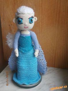 Háčkovaná panenka Elsa s otáčecí hlavou