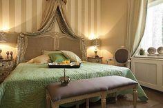 Hotel Amade Chateau Kastélyszálló - Ízlésesen, az eredeti tervek alapján berendezett luxus lakosztályokkal, szobákkal biztosít hangulatos környezetet vendégei számára.