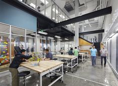 The Foundry, a Maker Space at Duke University Classroom Architecture, University Architecture, Space Architecture, Industrial Office Design, Office Interior Design, Maker Labs, Library Design, Library Ideas, Maker Space