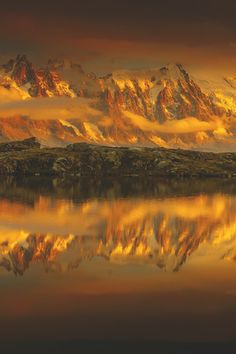 Sunset over the Chamonix Aiguilles from Lac des Cheserys (French Alps) Ur Beautiful, Beautiful Images, My Sun And Stars, Sunset Photos, My Tumblr, Landscape Photos, Natural World, Amazing Nature, Beautiful Landscapes