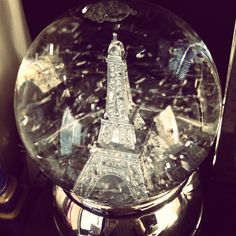 Love this blog...Paris everything...but specifically WANT this snow globe!!! http://vintagetwovogue.blogspot.com