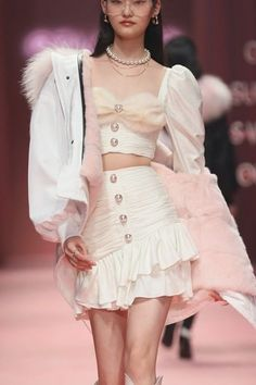 Runway Fashion Outfits, Look Fashion, Couture Fashion, Korean Fashion, High Fashion, Fashion Show, Fashion Dresses, Womens Fashion, Fashion Design