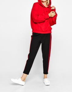 Jogging trousers with side stripe - Trousers - Bershka Ukraine Joggers Outfit, Legging Outfits, Sporty Outfits, Athletic Outfits, Cute Outfits, Fashion Outfits, Side Stripe Trousers, Look Formal, Type Of Pants