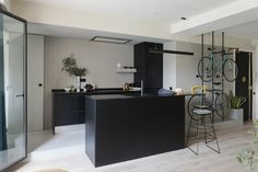 Minimalist Interior Design - Minimalist Home Decor - Minimalist Kitchen Design, Kitchen Projects, Kitchen Design, Kitchen Cabinet Design, Black Kitchens, Kitchen Layout, Kitchen Dinning Room, Minimalist Kitchen, Minimalist Home Decor