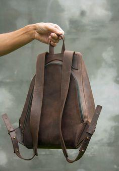 Leather brown backpack Man backpack Brown man rucksack Backpack vintage leather City-style backpack - Men's style Mens Travel Bag, Travel Bags For Women, Backpack Travel Bag, Rucksack Backpack, Leather Backpack For Men, Leather Wallet, Leather Belts, Brown Purses, Brown Bags