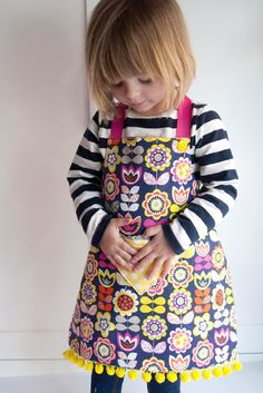 Child's Reversible Fat Quarter Apron - What little girl wouldn't want her own little apron?! 10 great apron projects with full instructions.