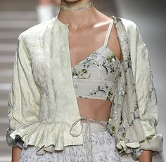 Discover recipes, home ideas, style inspiration and other ideas to try. Fashion Week, Look Fashion, Fashion Details, High Fashion, Fashion Show, Fashion Outfits, Fashion Design, Couture Fashion, Runway Fashion